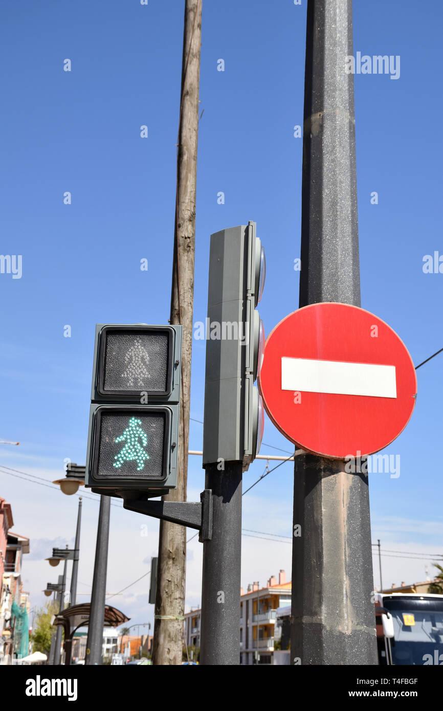 Grüne Frau Zeichen statt der Grüne Mann, El Cabanyal, Valencia, Spanien, Teil der spanischen Gleichstellung. 2019 Stockbild