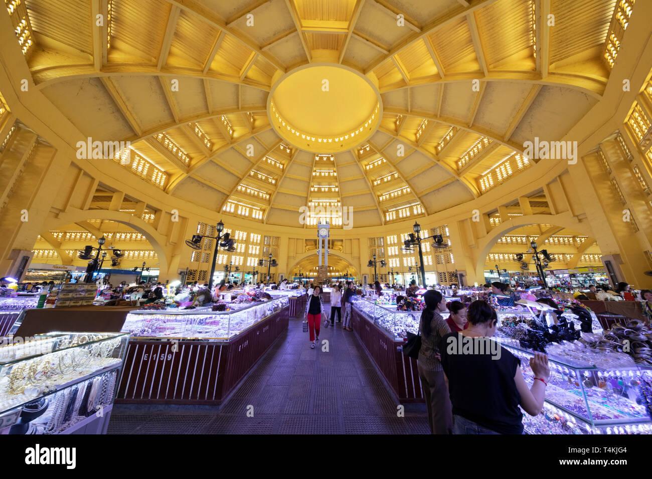 Innenraum der Art-deco Psar Thmei Markt (Mercado Central) im Schmuck abschnitt, Phnom Penh, Kambodscha, Südostasien, Asien Stockfoto