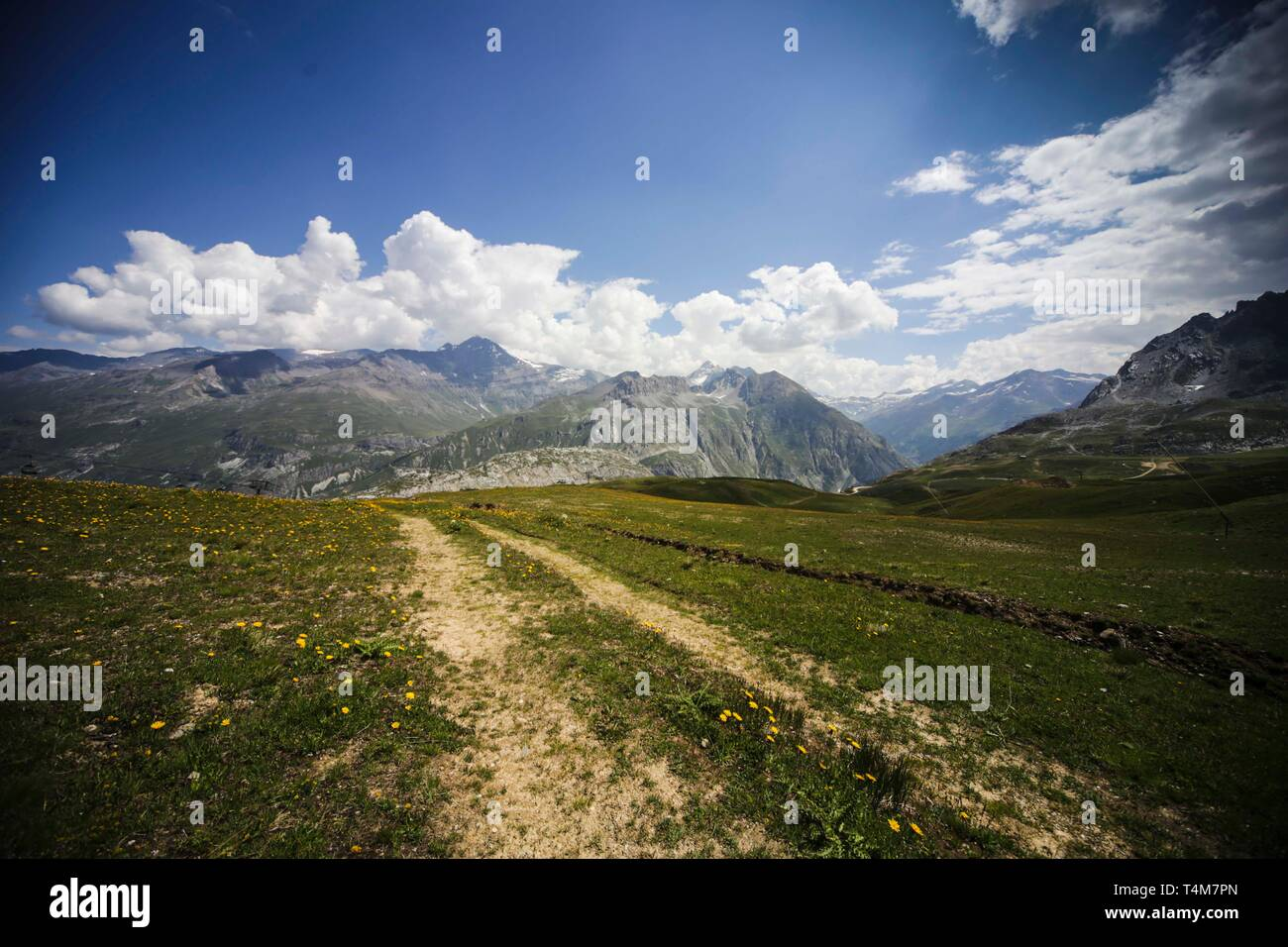 Atemberaubende Ausblicke auf die Landschaft der Berge im Sommer, Tignes, Frankreich Stockfoto