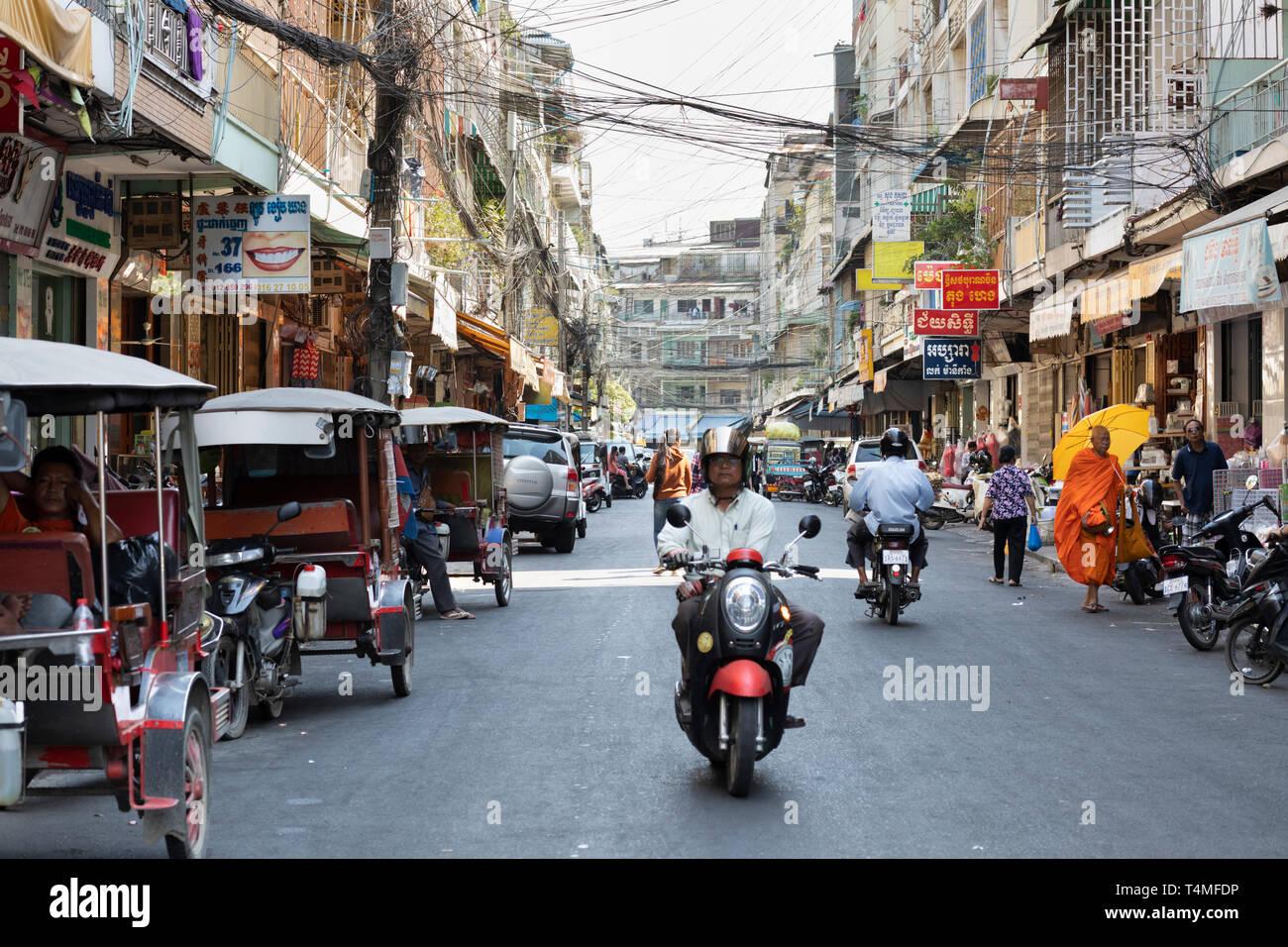 Straße (St 166) in der Nähe der Psar O Russei Markt, Phnom Penh, Kambodscha, Südostasien, AsiaPhnom Penh, Kambodscha, Südostasien, Asien Stockbild