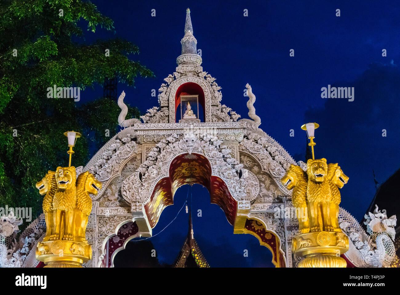 Tempel während Loi Krathong/Yi Peng Laternenfest, Chiang Mai, Thailand Stockfoto