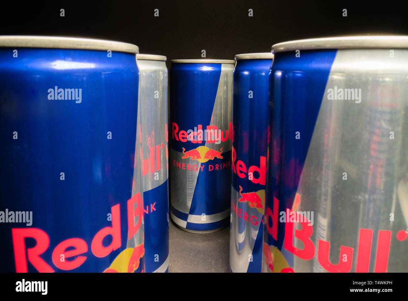 Red Bull Mini Kühlschrank Jägermeister : Red bull energy drink stockfotos red bull energy drink bilder