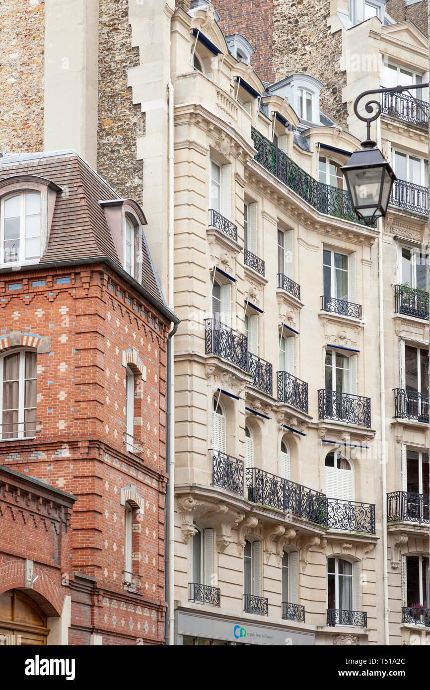 Französische Architektur entlang der Rue Chanoinesse in der Nähe der Kathedrale Notre Dame auf der Ile-de-la-Cite, Paris, Frankreich Stockbild