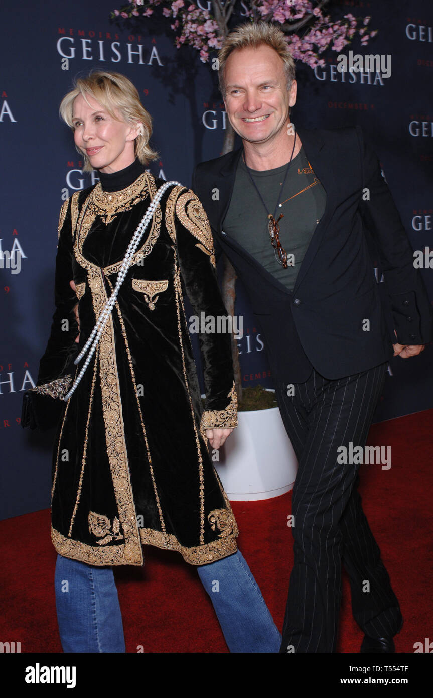 """LOS ANGELES, Ca. Dezember 04, 2005: Sänger STING & Frau Trudie Styler am Los Angeles Premiere von """"Die Geisha"""". © 2005 Paul Smith/Featureflash Stockfoto"""