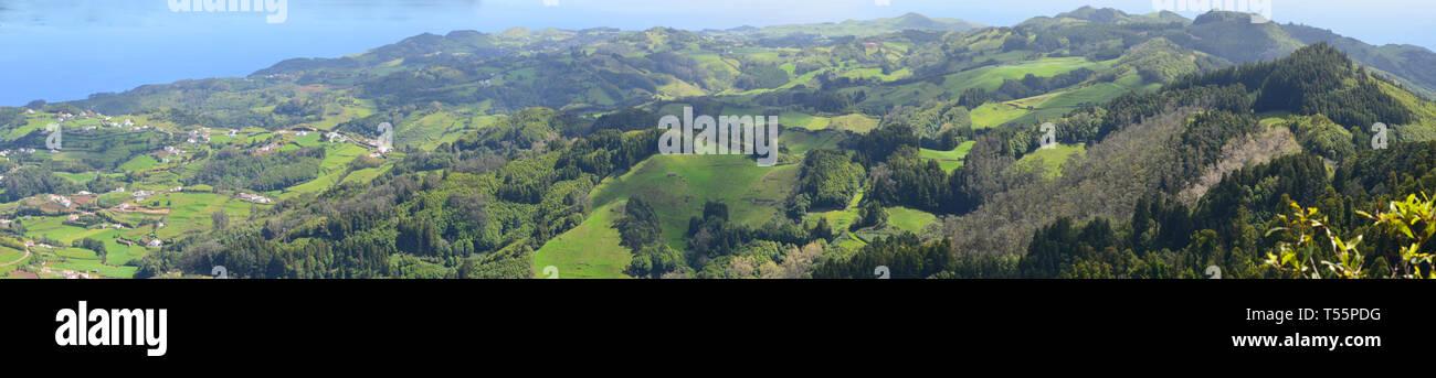 Panoramablick über Santa Maria Insel vom Gipfel des Pico Alto, der höchste Hügel Stockbild