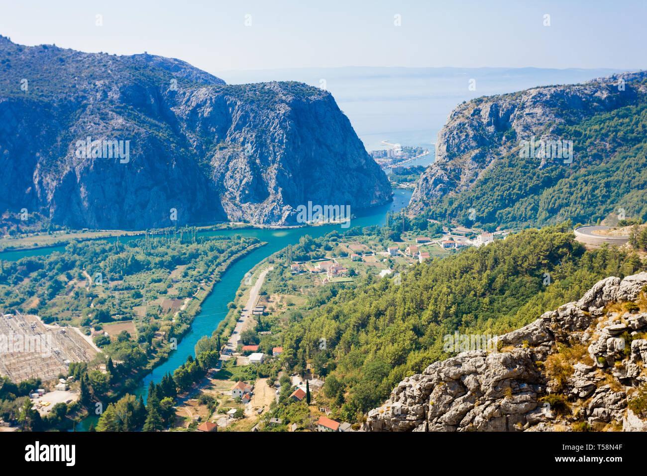 Omis, Kroatien, Europa - die schöne Landschaft rund um die Berge von Omis in Kroatien Stockfoto