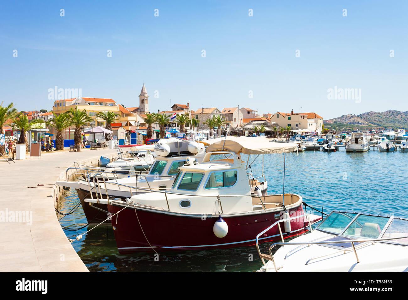Pakostane, Kroatien, Europa - Hafen und der Altstadt von Zadar Stockfoto