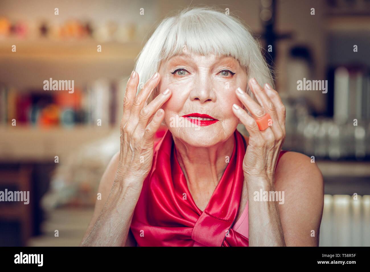 Porträt eines alten gut aussehende Frau Stockbild