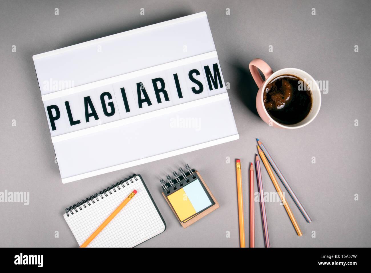 Plagiat. Text in Leuchtkasten Stockfoto
