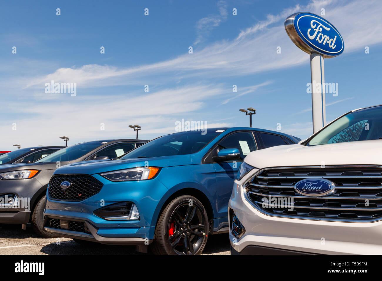 Noblesville - ca. April 2019: Ford Auto- und LKW-Händler. Ford verkauft Produkte unter dem Lincoln und Motorcraft Marken Stockbild