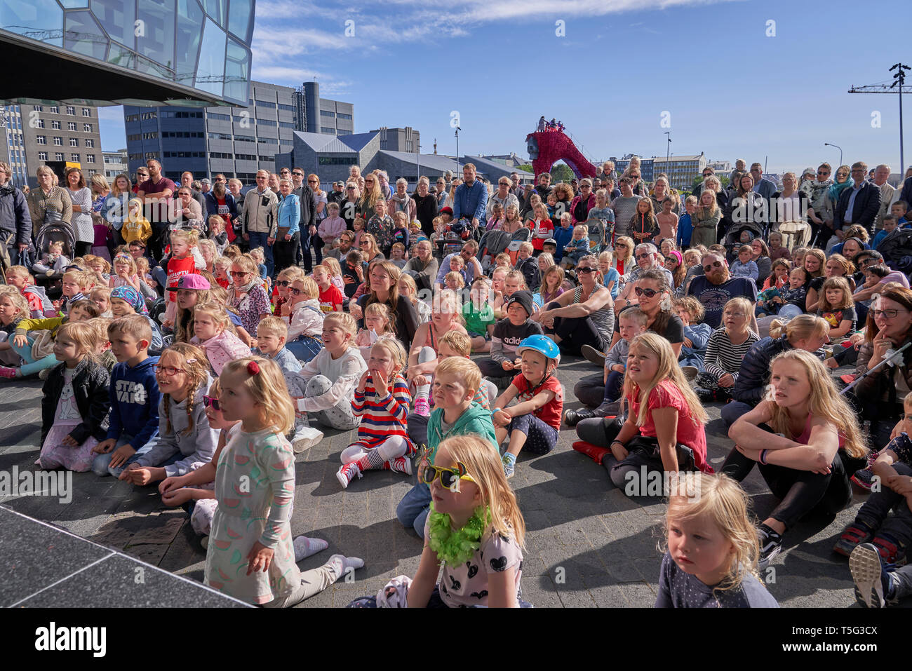 Kinder genießen die Außenbereiche, kulturellen Tag, Sommerfest, Reykjavik, Island Stockbild