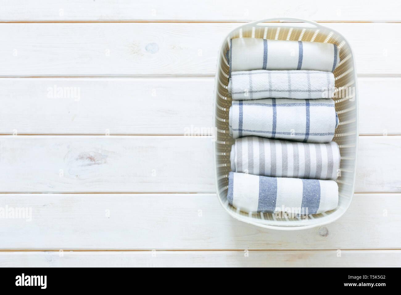 Marie Kondo aufräumen Konzept - gefaltet Küche Handtücher in ...