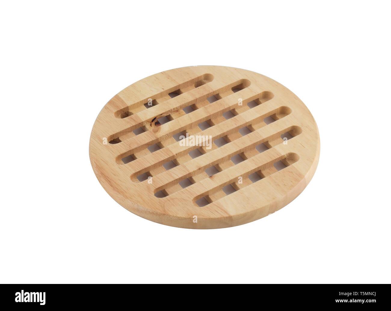 Stand aus Holz unter der heissen Pfanne oder Topf auf weißem