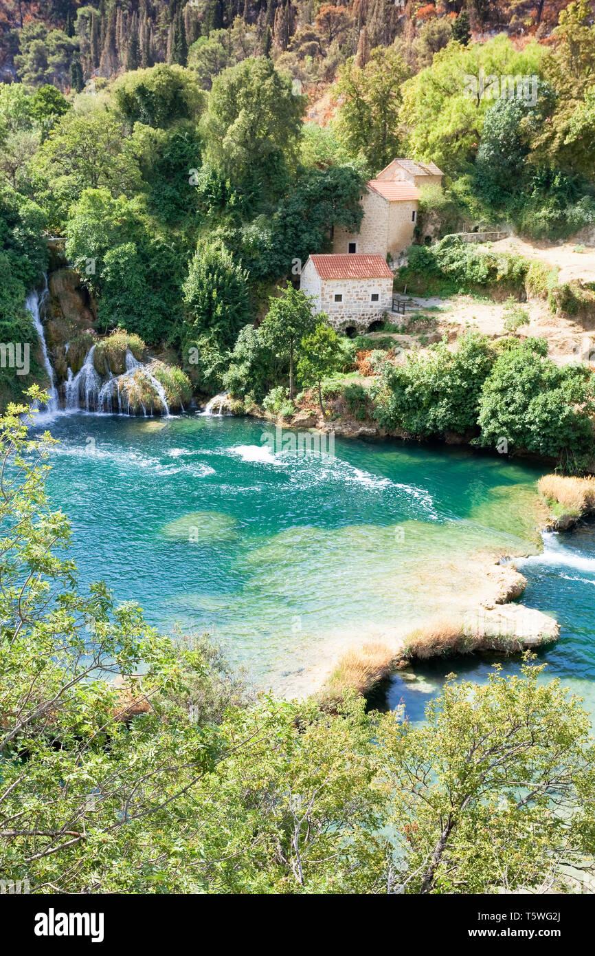 Krka, Sibenik, Kroatien, Europa - idyllisch wohnen im Nationalpark Krka Stockfoto