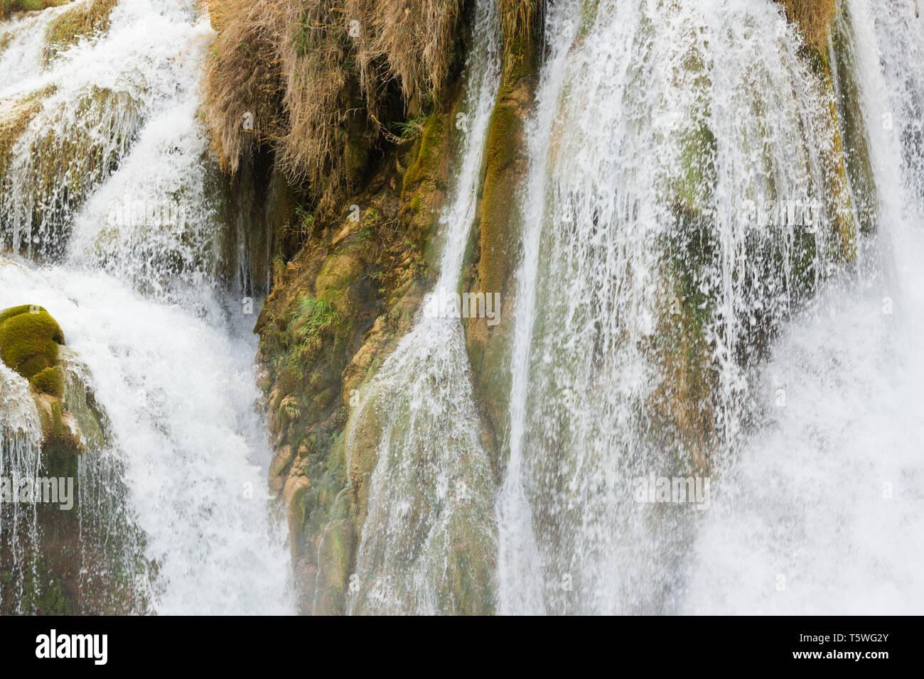 Krka, Sibenik, Kroatien, Europa - Gischt des Wasserfalls an der Krka Stockfoto