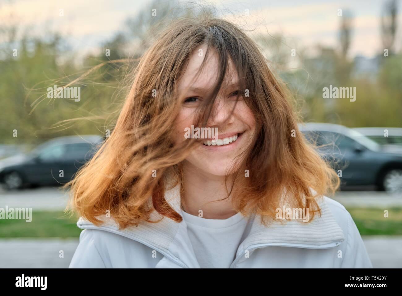 Mädchen braune haare hübsches 15 jahre hübsches mädchen
