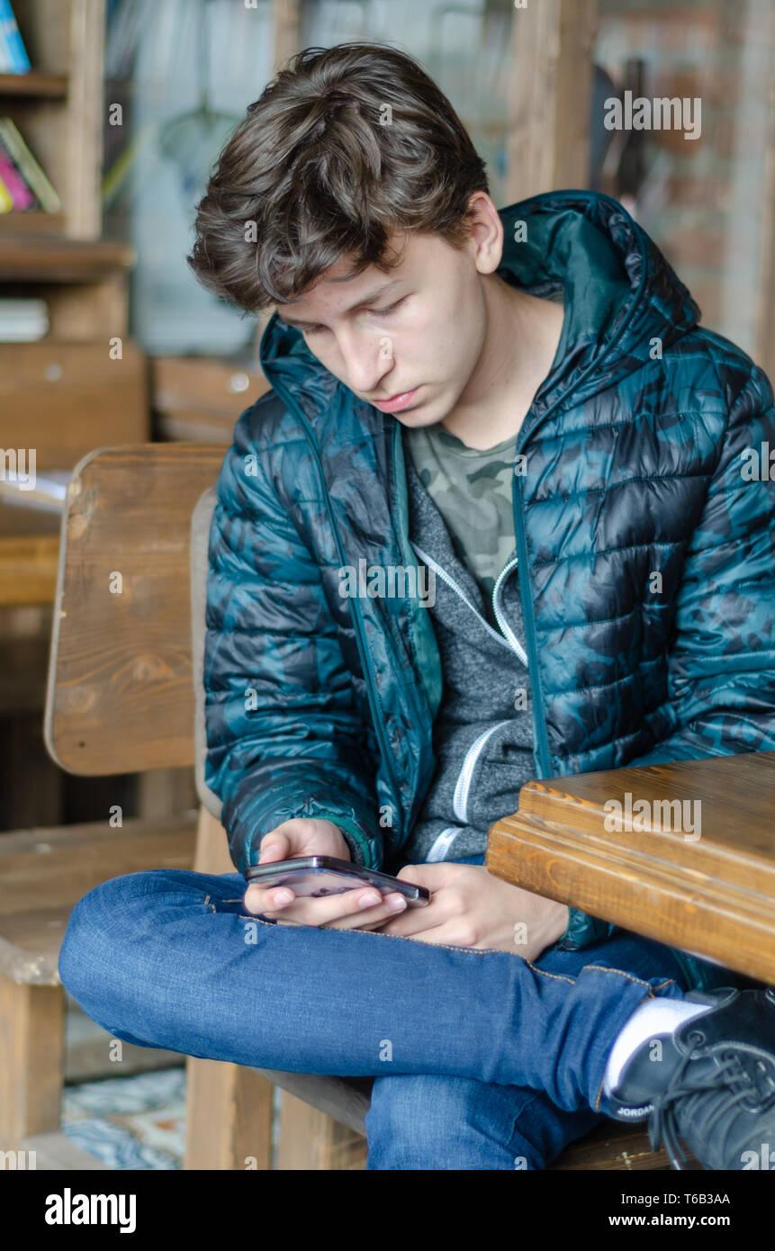 junge teen gestohlen handy