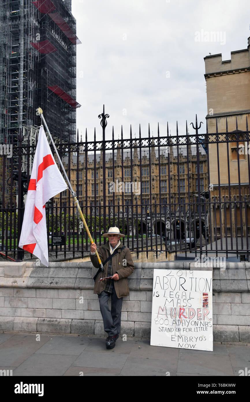 Pro life Anti-abtreibungs-demonstrant außerhalb des Parlaments, London, UK, 29. April 2019 Stockfoto