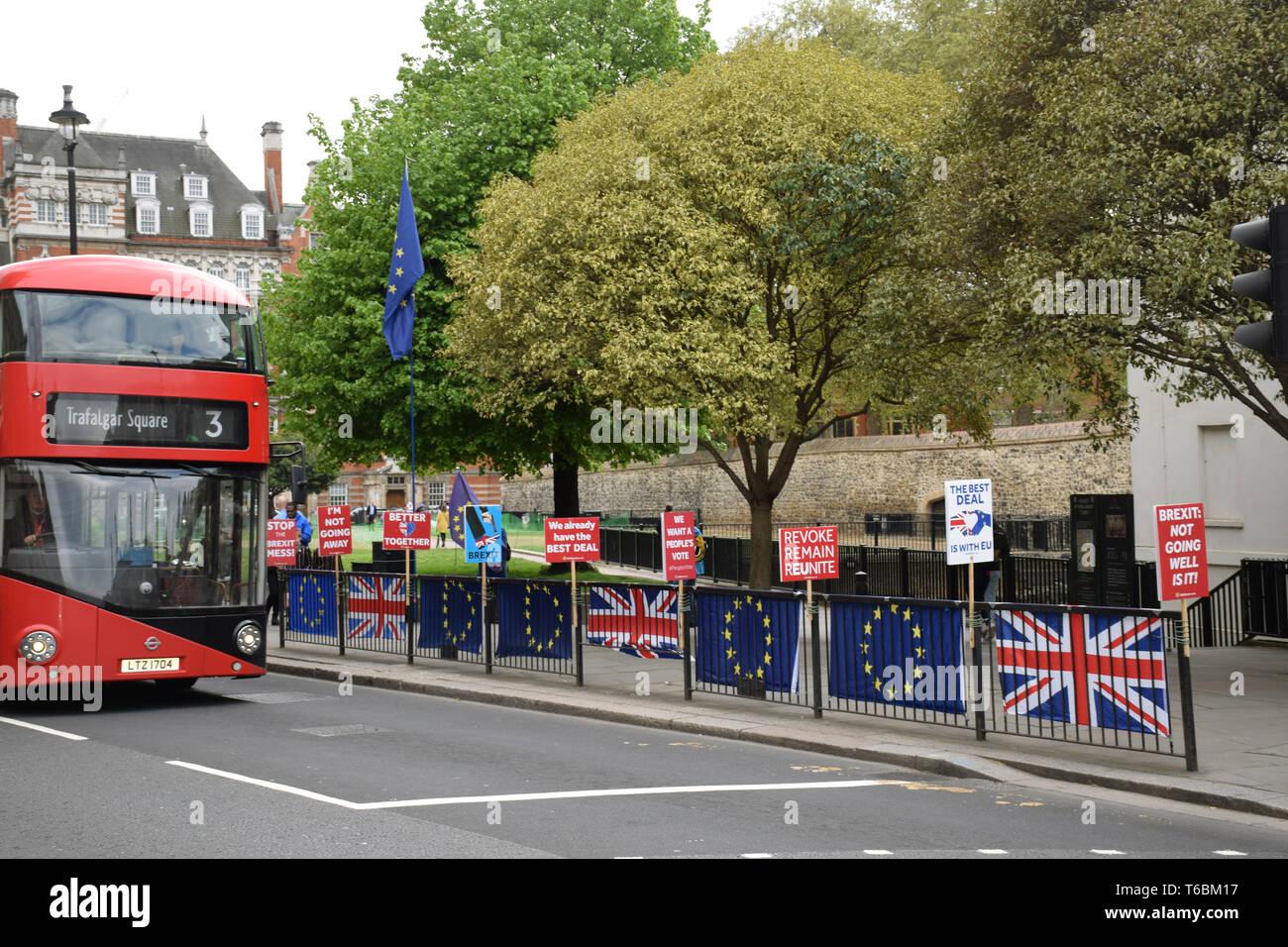 Bleiben Brexit Demonstranten vor dem Parlament, London, UK, 29. April 2019 Stockbild