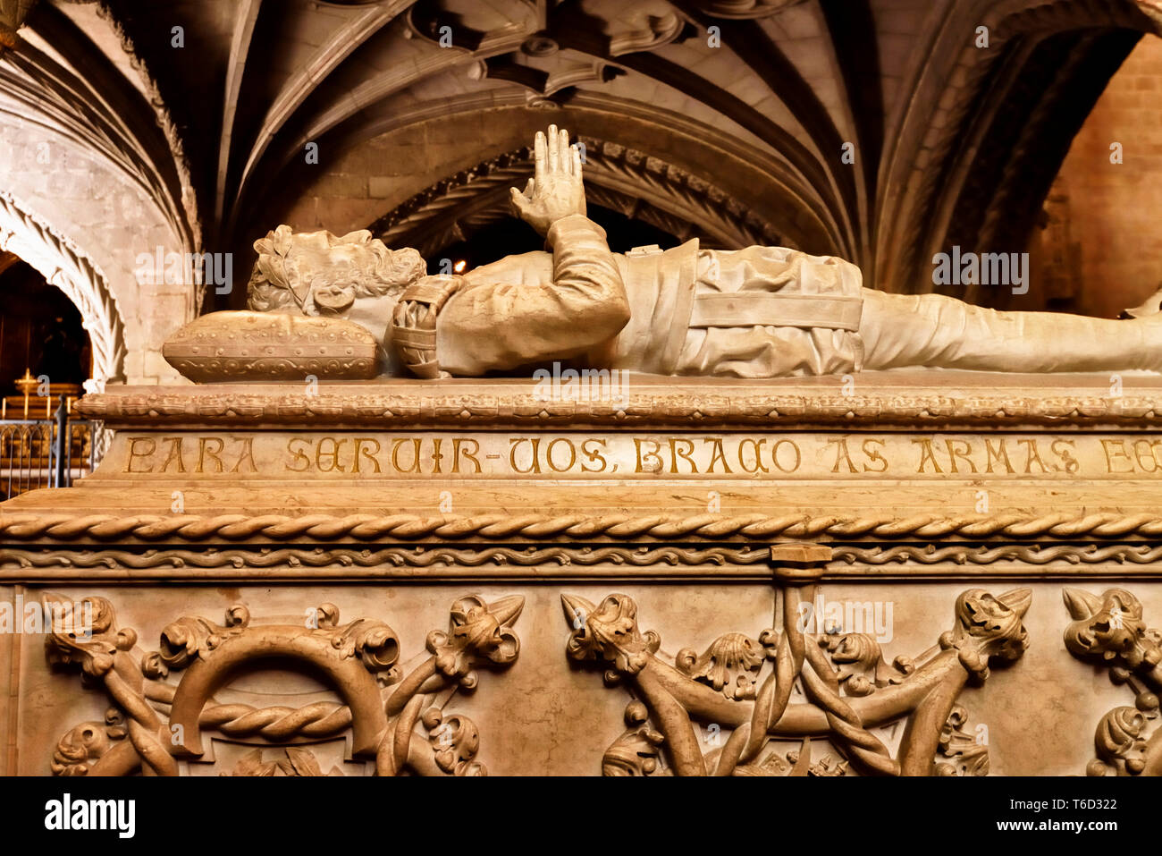 Grab von Luis de Camões im Inneren der Kirche das Kloster Jeronimos, das zum Weltkulturerbe der Unesco gehört. Lissabon, Portugal Stockfoto
