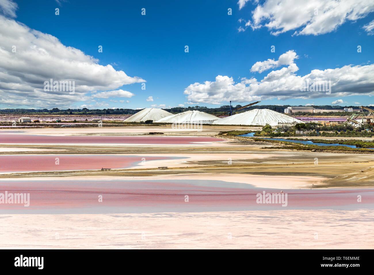 Die Salzgewinnung in der Camargue. Stockbild