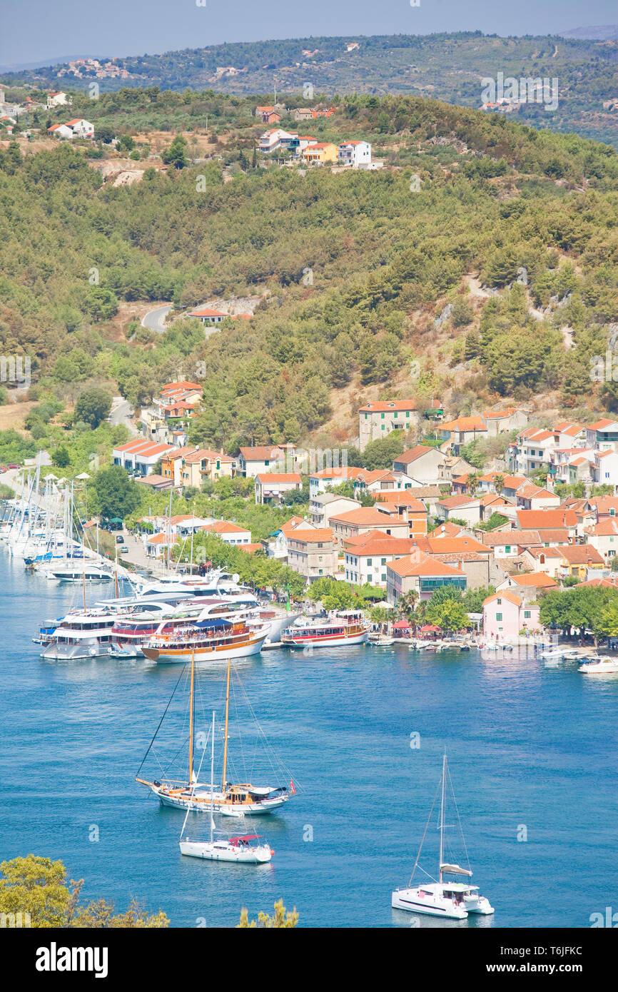 Skradin, Kroatien, Europa - Segelschiffe im Hafen von Skradin Stockfoto
