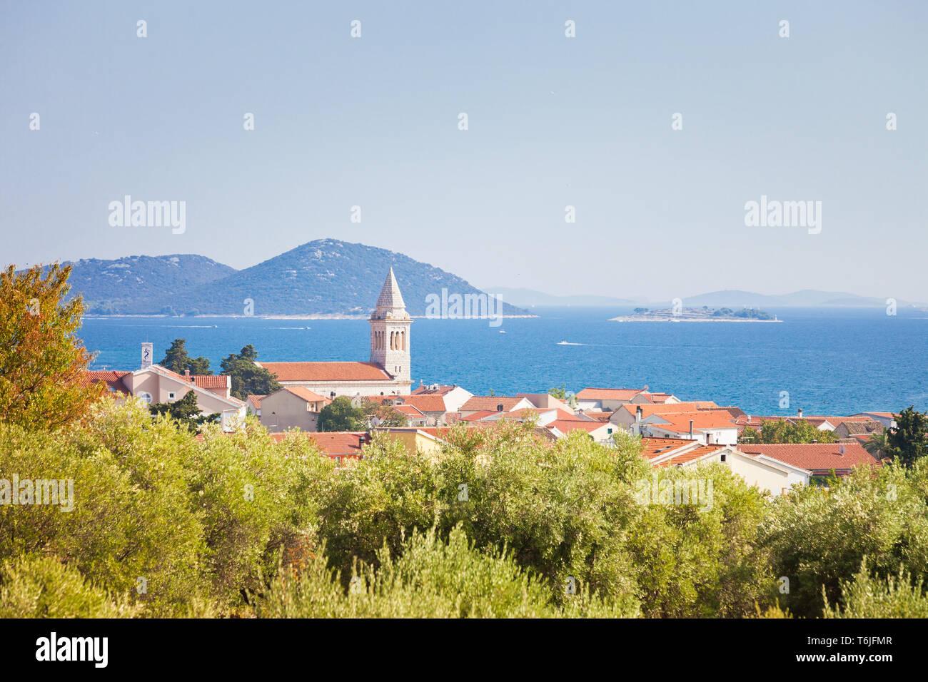 Zadar, Zadar, Kroatien, Europa - Kirchturm von pakostane an der Küste von Zadar Stockfoto
