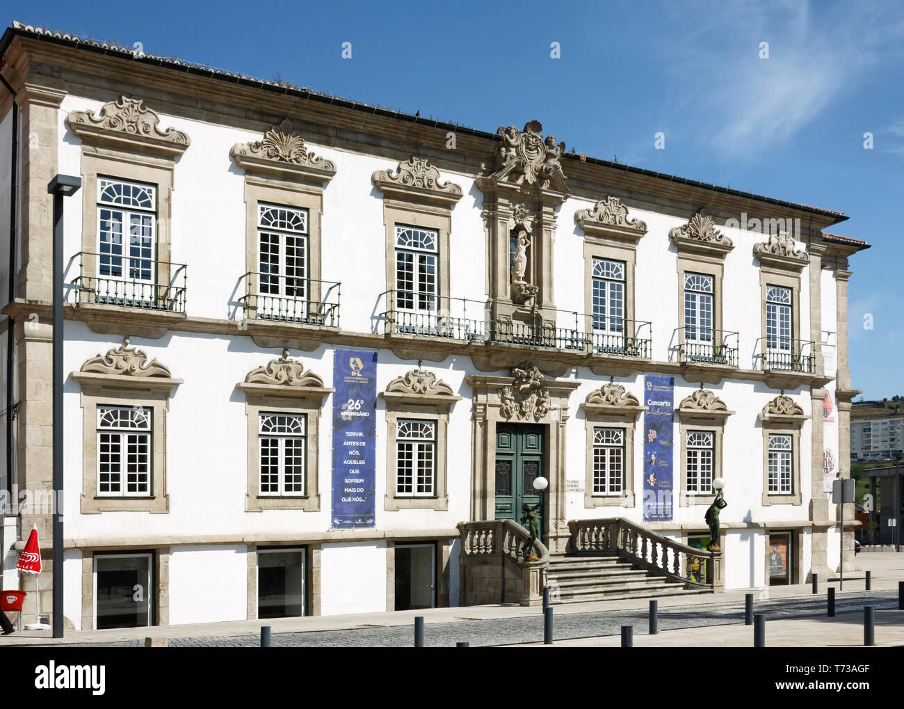 Ribeiro Conceicao Theater, 18. Jahrhundert stammende Fassade, umgebaut 1929, Barock, reich verzierte, Europa, Lamego, Portugal, Feder, horizontal Stockbild