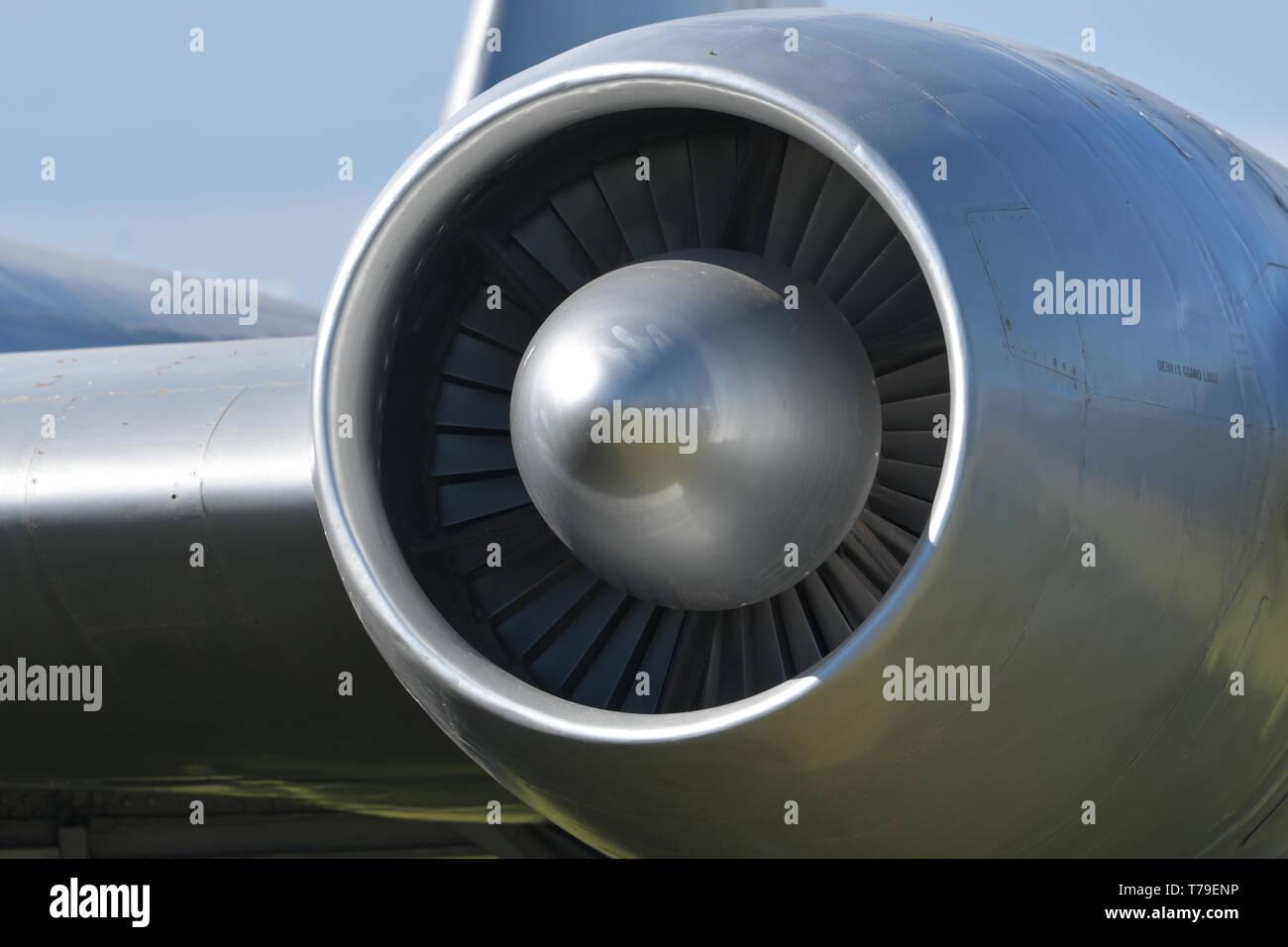 In der Nähe der majestätischen Silber Links Flugzeug Jet Engine Stockbild