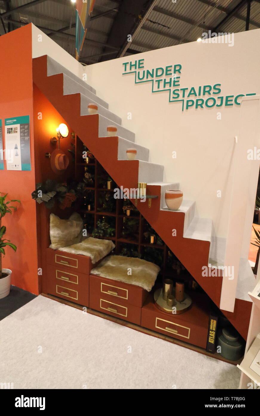 Unter Der Treppe Stockfotos Und Bilder Kaufen Alamy
