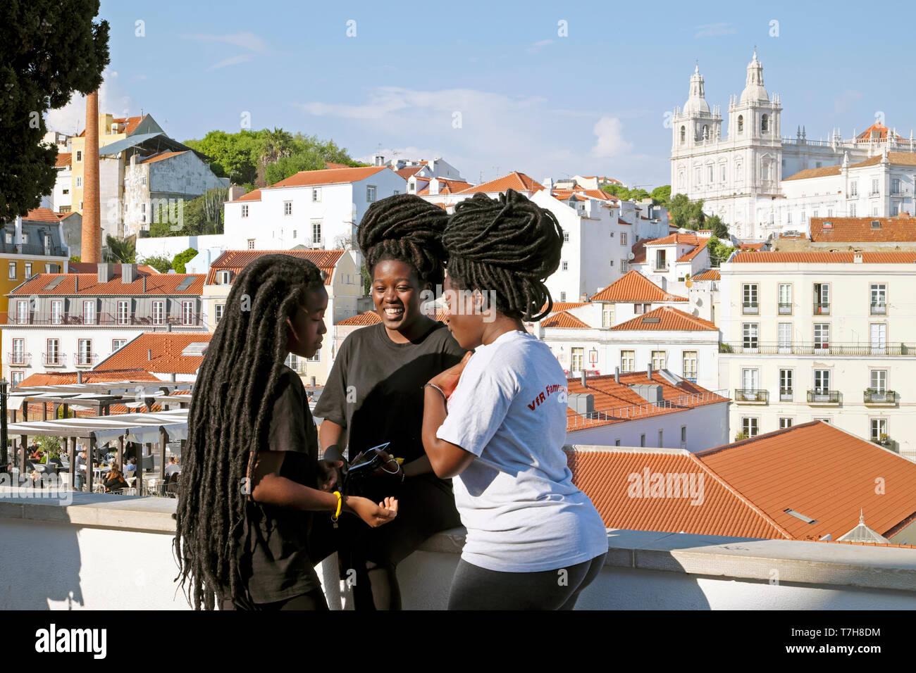 Gruppe Von Madchen Junge Frauen Mit Afrikanischen Frisuren Frisur