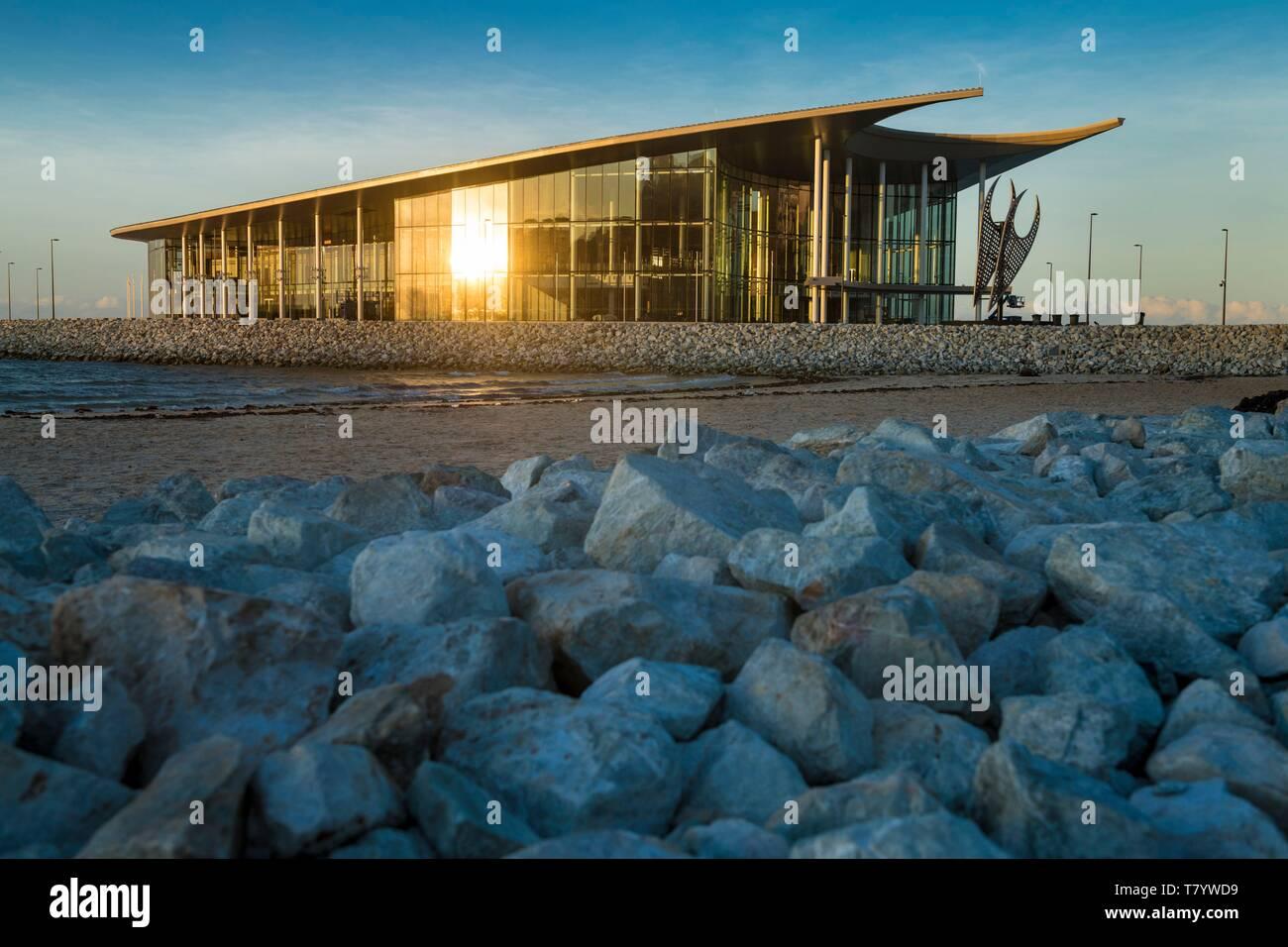 - Papua-New Guinea Papua Bay, National Capital District, Port Moresby Stadt, Ela Beach, Apec Haus Gebäude wie ein Lakatoi Segel Stockbild