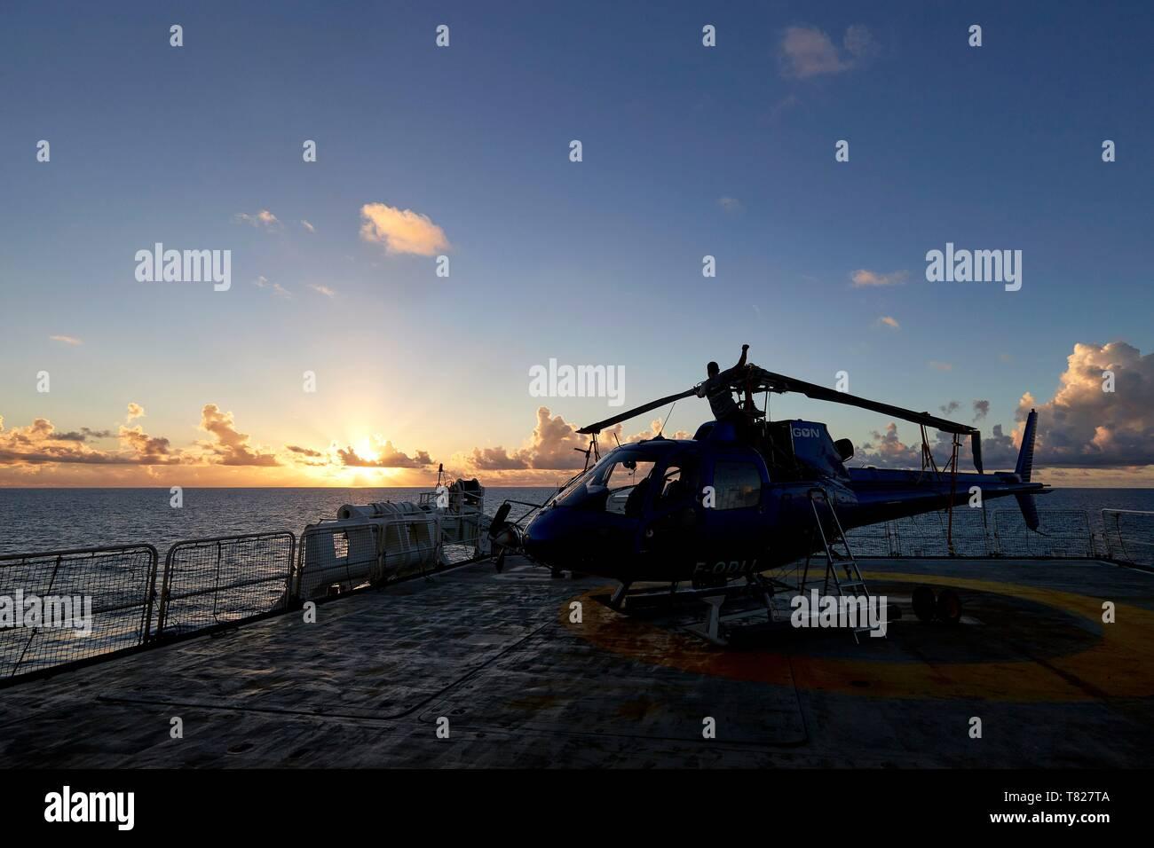 Transport Fotografie Hubschrauber Sikorsky S-61 Helikopter Ist Auf Einem Schiff Gelandet