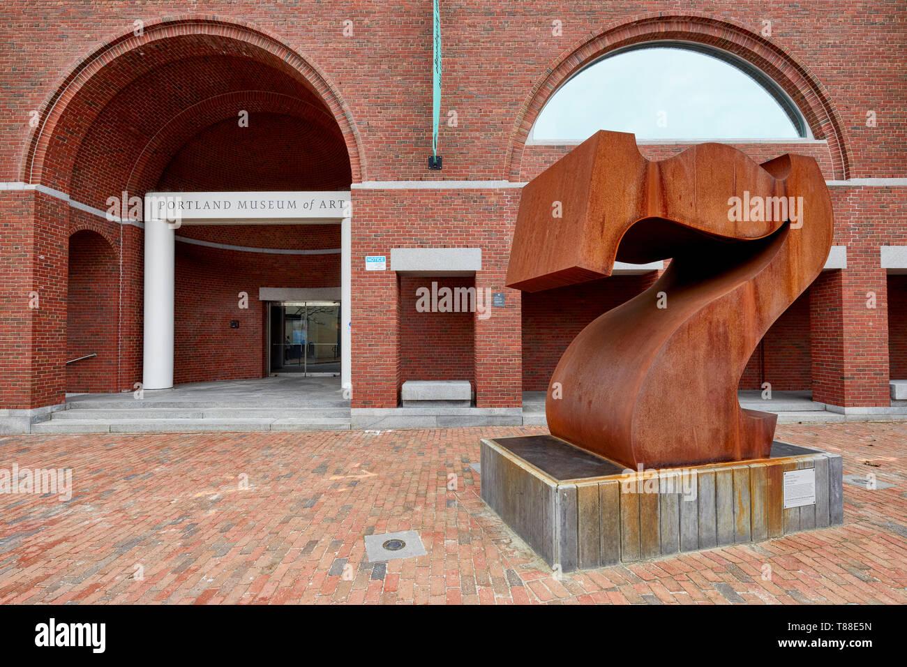 Skulptur sieben Titel von Robert Indiana vor der Charles Shipman Payson Gebäude, das Teil des Portland Museum der Künste in der Porland Mai Stockbild