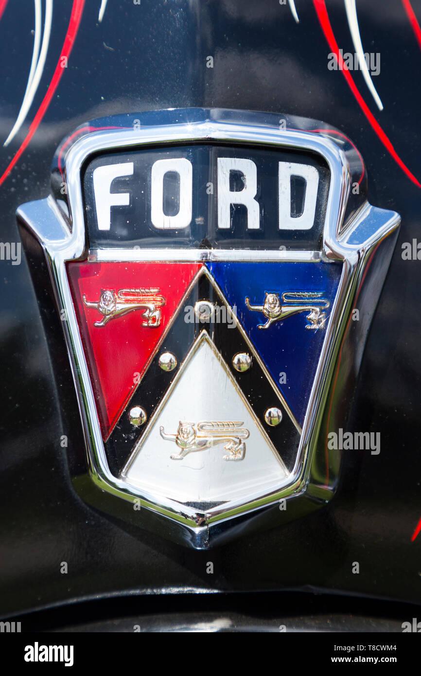 Classic Ford USA Auto Abzeichen/Kühlergrill Logo/Wappen auf einem 'Vintage' alten amerikanischen Autos. (108) Stockbild