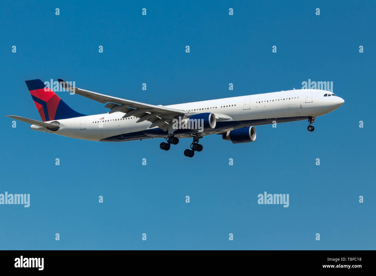 Generische Flugzeug im Flug Stockbild