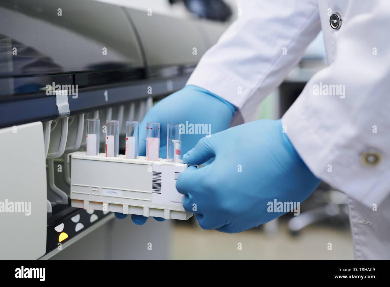 Mit Labor maschine für die Forschung Stockbild