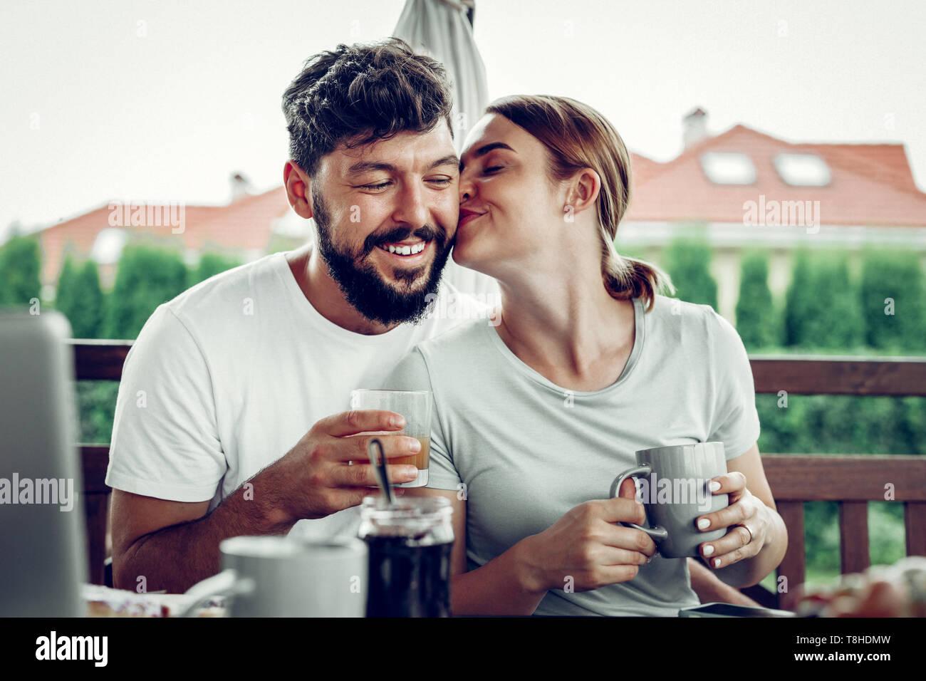 Schnee und charmantes Dating im echten Leben