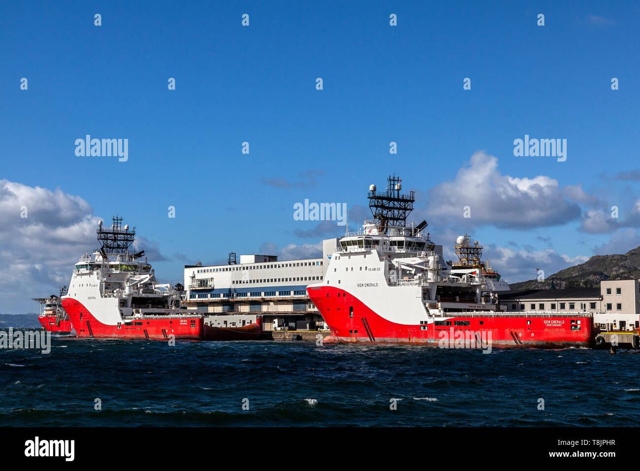 Offshore AHTS Anchor Handling Tug Supply Vessels Siem Emerald und Siem Opal, an Dokkeskjaerskaien (Dokkeskjaerskaien) Terminal im Hafen von B Anker Stockbild