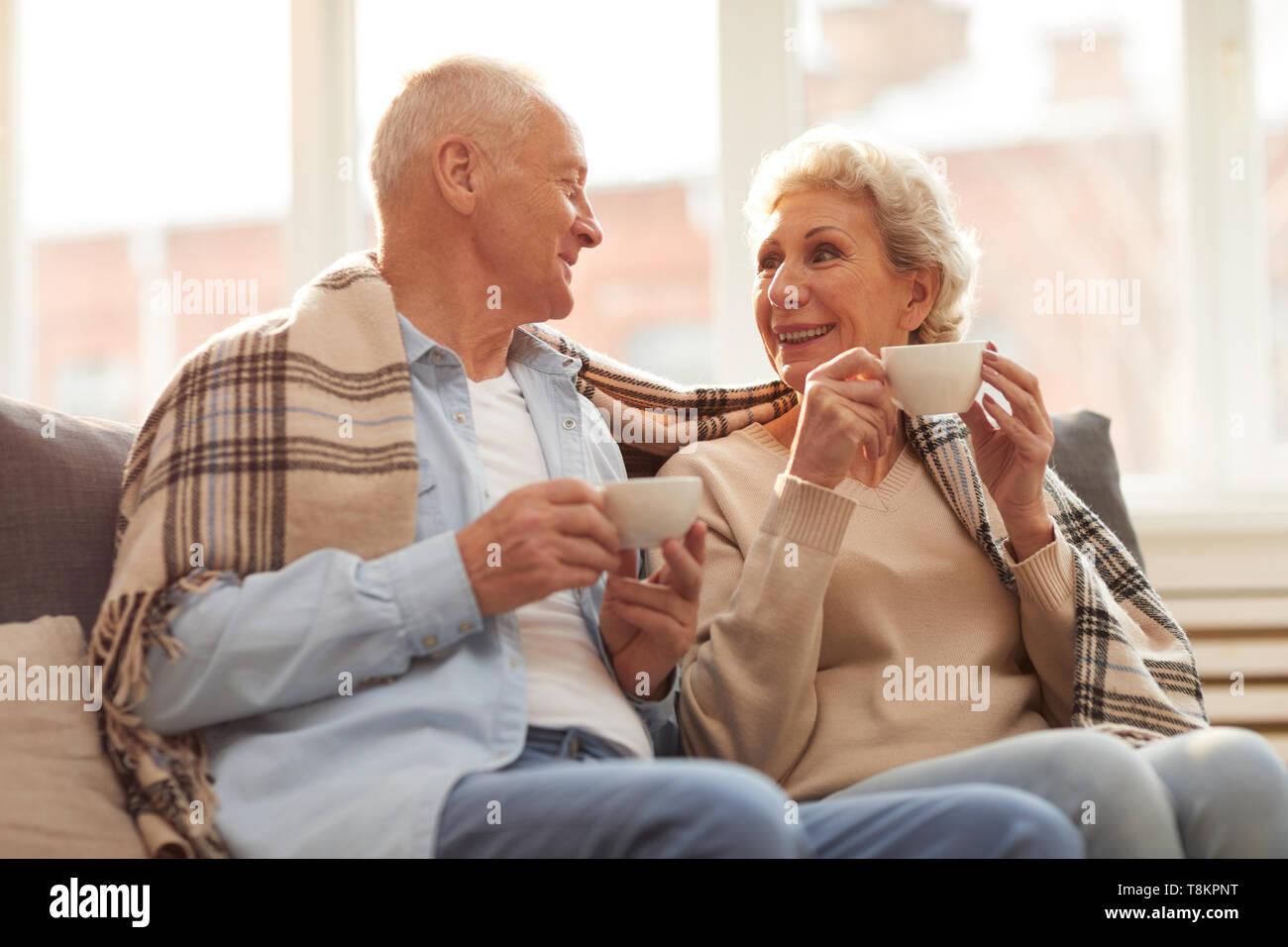 Senior Paar beim Kaffee Stockbild