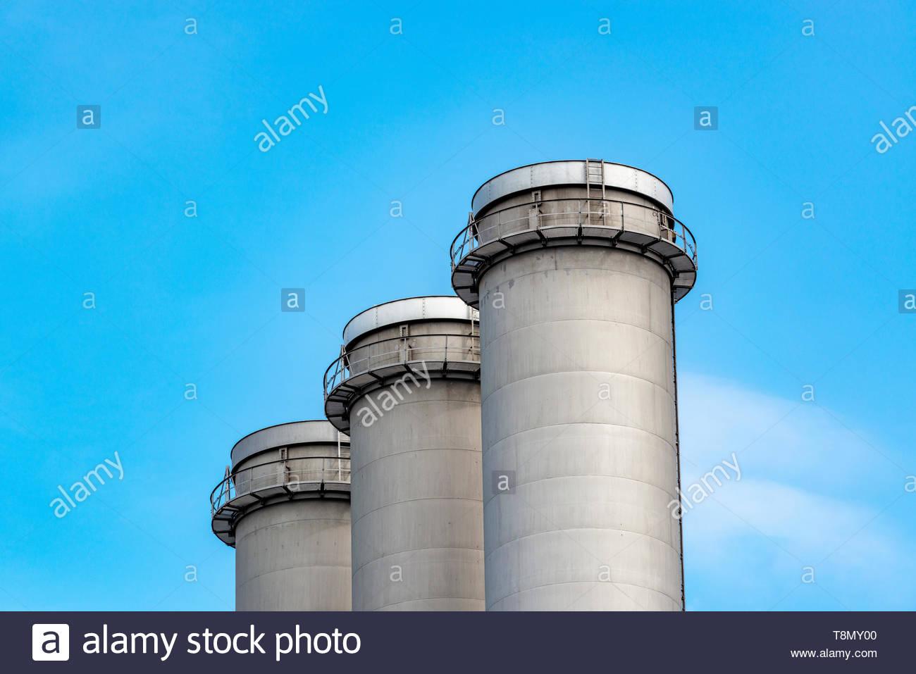 Industrie Schornstein bzw. Schlote in einer Industrieanlage Stockbild