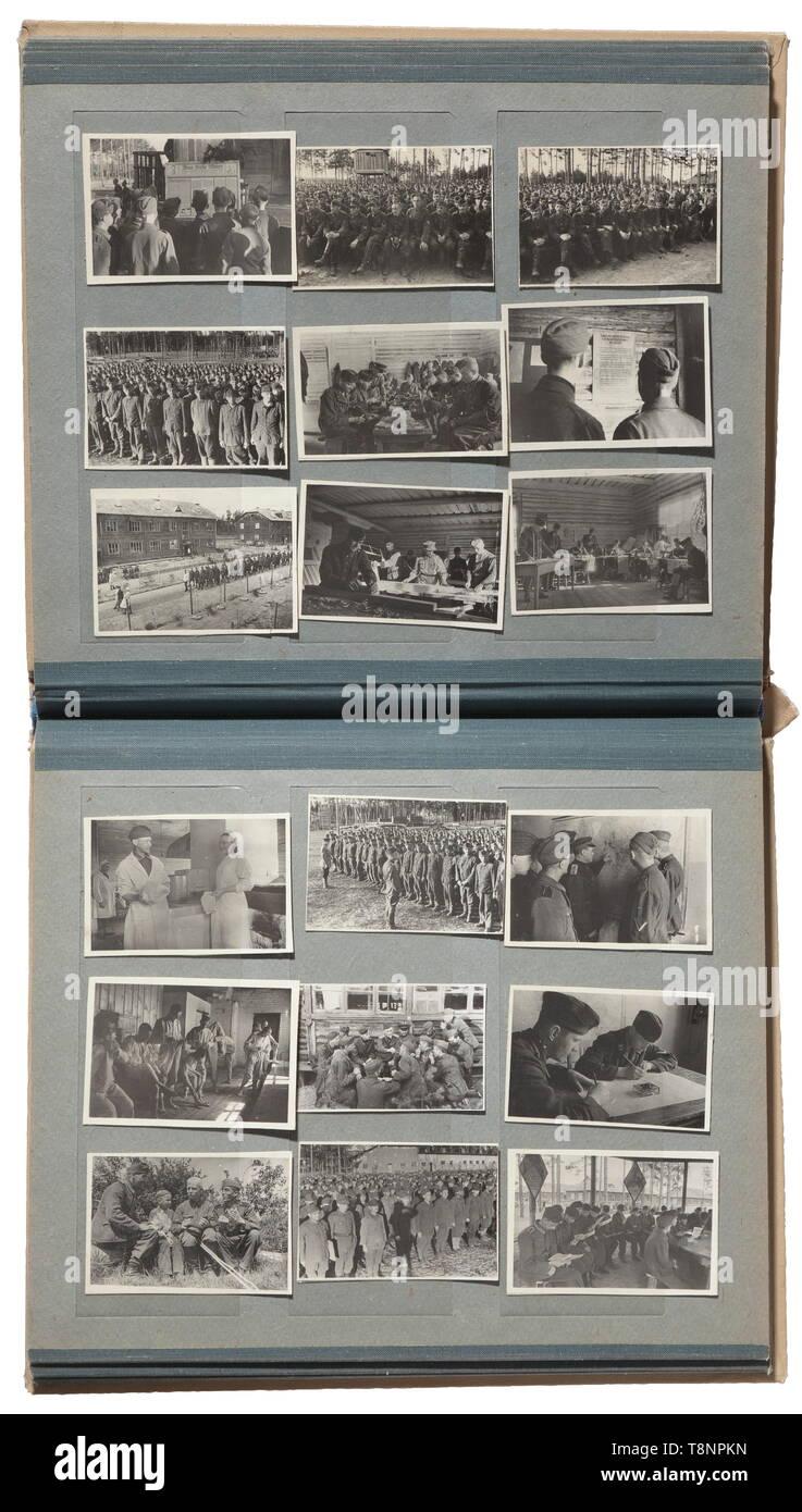 """Fotos Nationalkomitee """"Freies Deutschland"""" (NKFD) - russische Front insgesamt 81 Bilder (Formate zwischen 6 x 9 cm und 13 x 18 cm), eingefügt in einen Stempel Album. Die Bilder überwiegend mit russischen Untertitel bei zurück, eine einzigartige Colle 20. Jahrhundert Editorial-Use - Nur Stockbild"""