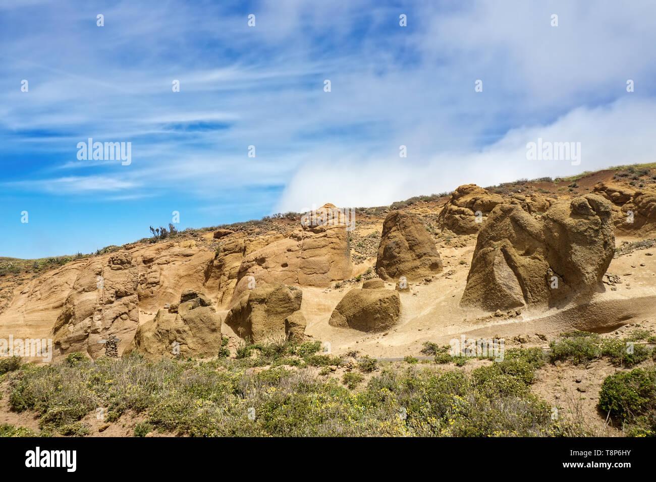 Die äußere Teno-gebirge auf Teneriffa mit der mondlandschaft in Sandstein und tuff Formationen, bizarr und durch Wind und Wetter rock Landschaft gebildet in oc Stockbild