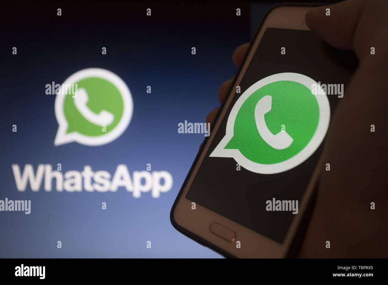 Whatsapp symbol nachrichten  What does the clock mean on