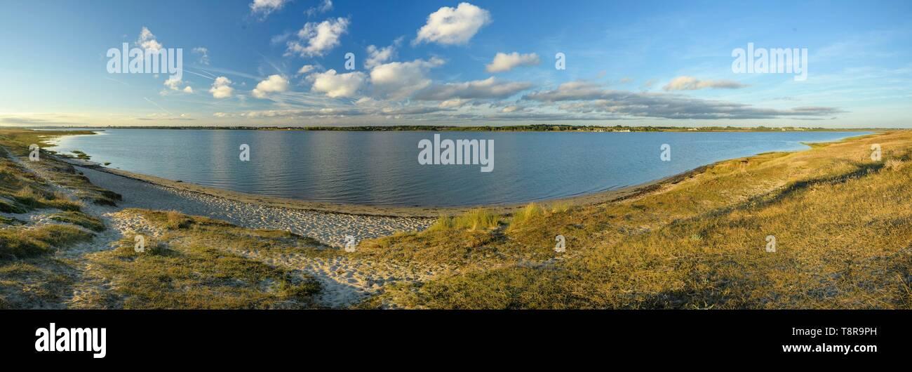 Frankreich, Morbihan, Gavres, der kleine See von Gavres aus der Tombolo auf den Sonnenuntergang Stockbild