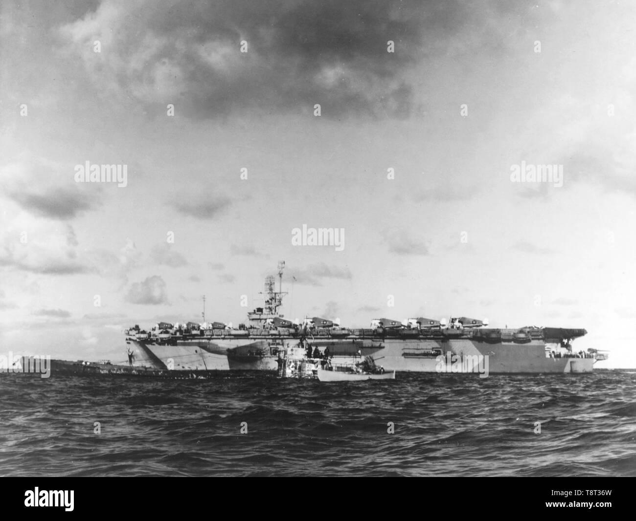 SS Guadalcanal liegt neben der erfasst U-505. Deutsche U-Boot U-505 Stockbild