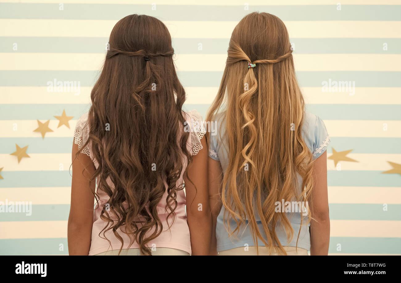 Mädchen Kinder langes lockiges Haar, Ansicht von hinten. Haar