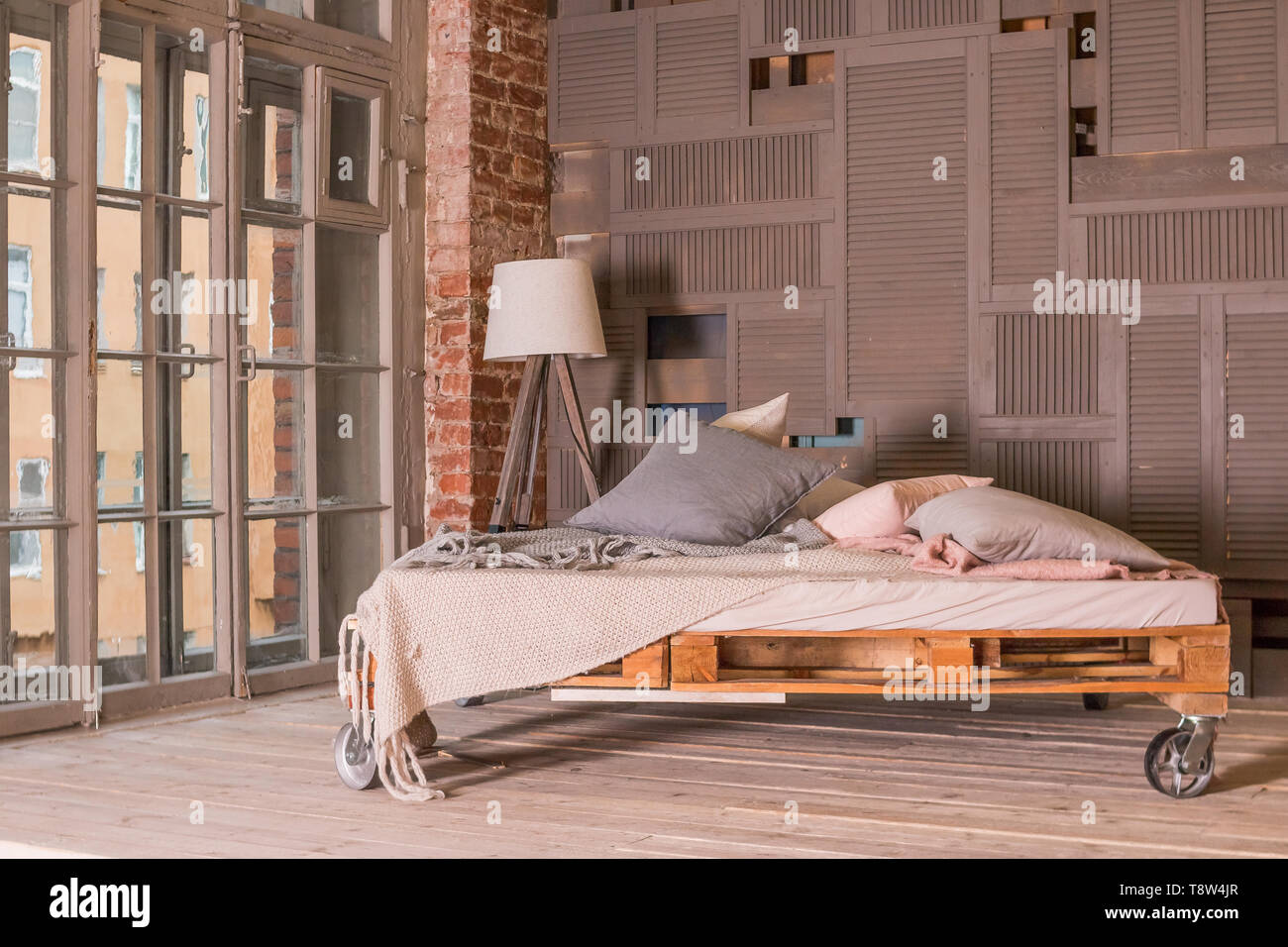 Loft Apartment Interieur. Minimalistische Einrichtung mit ...