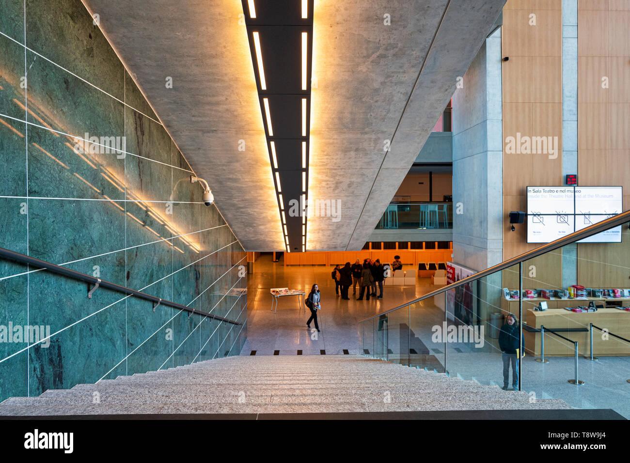 Lugano Arte e Cultura (LAC) ist ein kulturelles Zentrum mit Musik, Video und Performance Kunst im Jahr 2015 in Lugano in der Schweiz eröffnet. Die LAC-Center Stockbild
