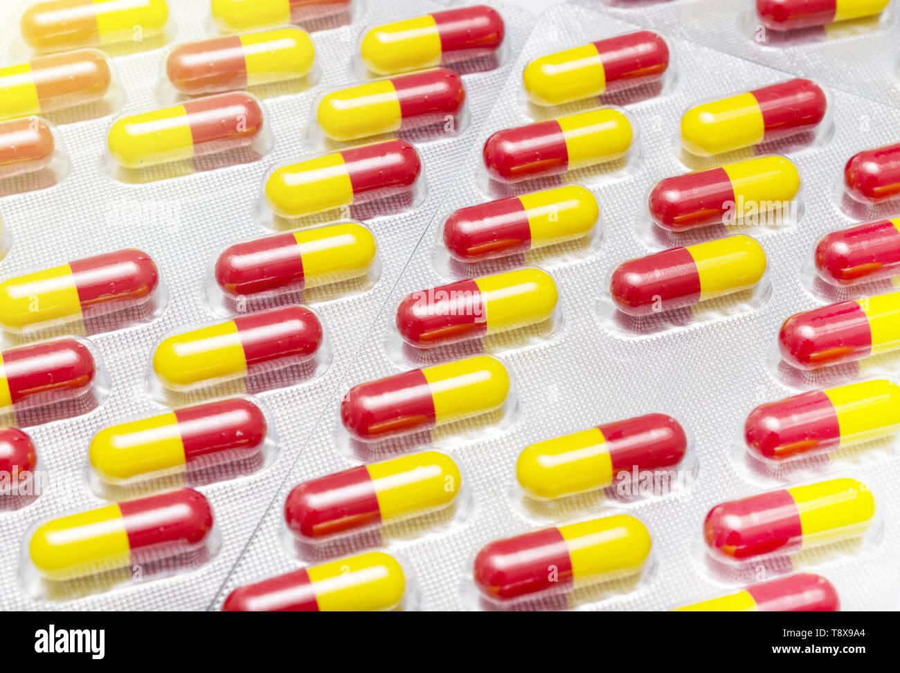 Medizin, Pillen Medikamente und Heilmittel noch im Paket closeup Makro Stockfoto